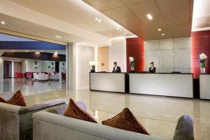 上海夏阳湖皇冠假日酒店会议场地-酒店大堂前台