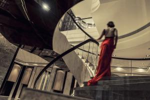 上海浦东丽晶酒店会议场地-大堂楼梯