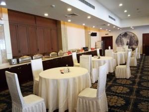 云峰剧院(上海安莎国际会议中心)会议场地-宴会式摆台